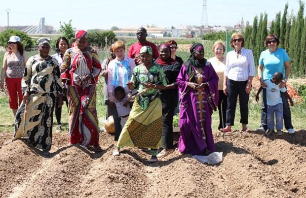 Paterna. siembra mujeres africanas