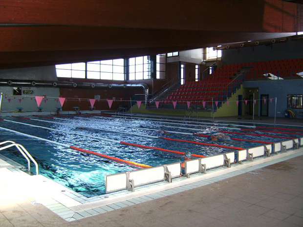 Xirivella baja los precios de las actividades deportivas en la piscina cubierta para el pr ximo - Piscina cubierta alboraya ...