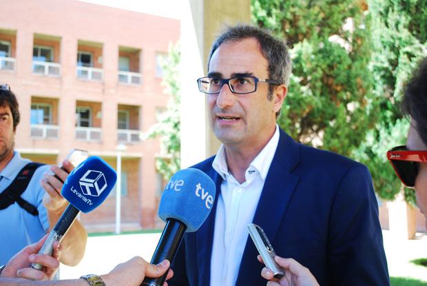 El alcalde de Burjassot,  Jordi Sebastià,  en una visita reciente a Conselleria de Educaicón.