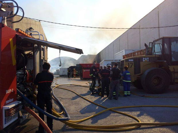 Hace tres meses,  se declaró un incendio en la misma nave. (Foto: archivo)