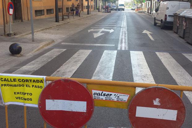 Corte de tráfico en la calle Manises por las obras.