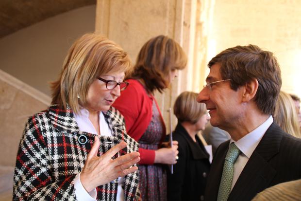 La alcaldesa de Alaquàs con el presidente de Bankia,  José Ignacio Goirigolzarri.
