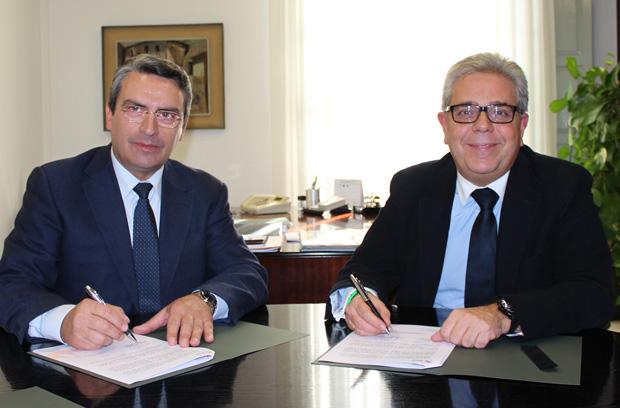 El diputado de Turismo,  Ernesto Sanjuán,  y el alcalde de Moncada,  Juan José Medina,  firmaron ayer 19 de noviembre,  el convenio de colaboración.