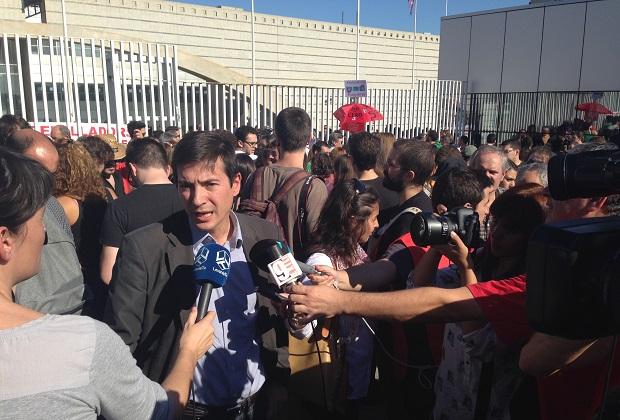 Rafa García en una concentración contra el cierre de RTVV.