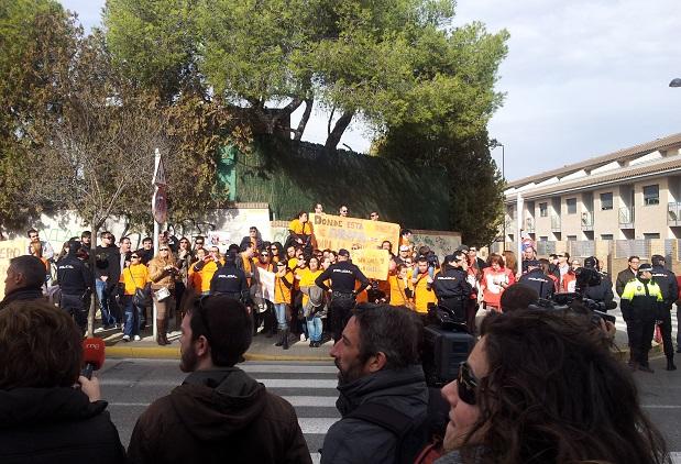 Torrent. Inauguración CEIP Les Terretes. Manifestacion Ciutat de Cremona y RTVV