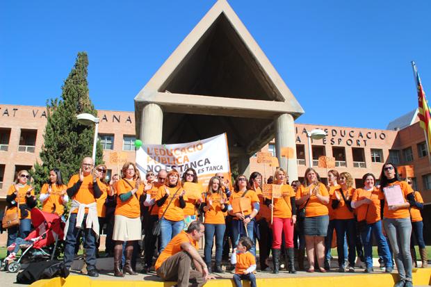 Alaquàs. CEIP Ciutat de Cremona. Concentración ante Conselleria de Educación