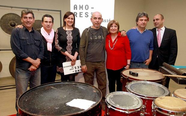 Maria Jose Catala con Victor Perez y grupo Amores