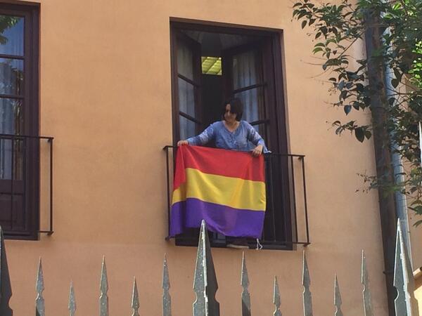 Diputacion-EUPV-Rosa-Perez-Garijo-bandera-republicana