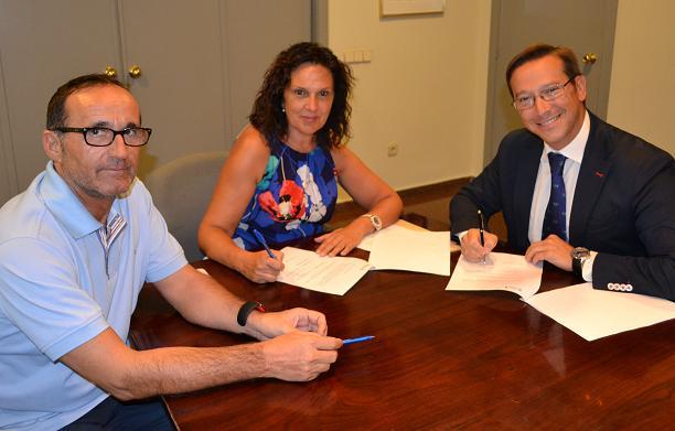 firma del convenio con Heineken