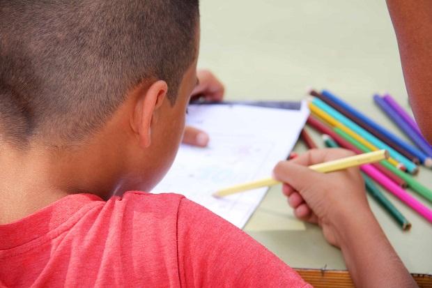 Torrent-niños-escuelas-ayudas