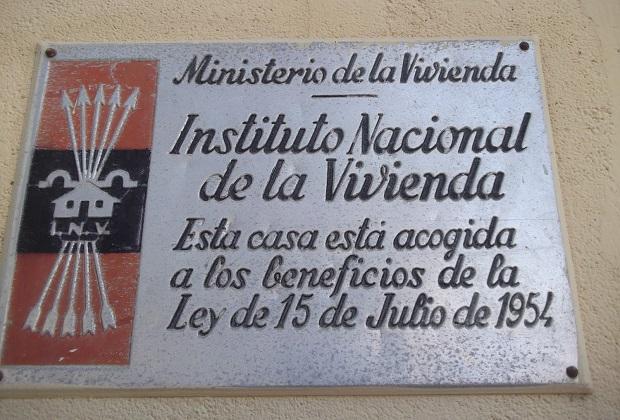 Placas-ministerio-vivienda-epoca-franquista-ley-memoria-historica