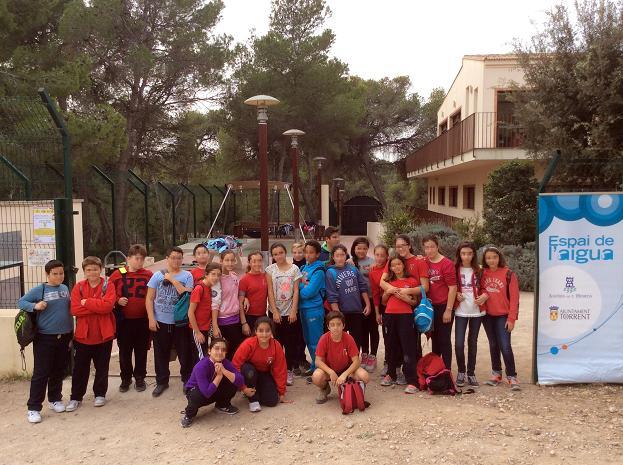 alumnos en espai aigua aigues de l'Horta