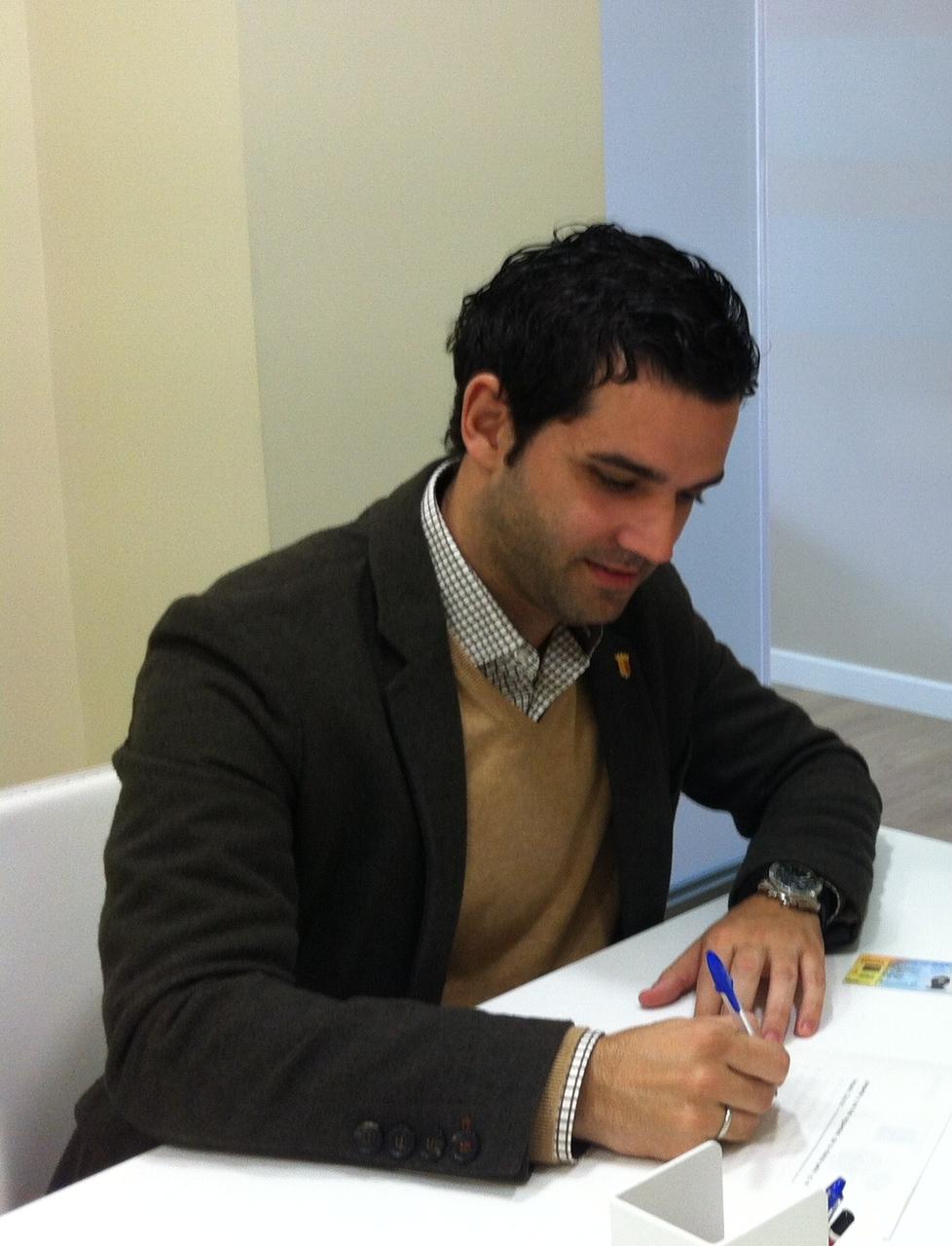 Sagredo durante la firma