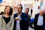 L'AMPA del Sant Joan de Ribera mostra a tres eurodiputats l'estat ruïnós del centre escolar de Burjassot