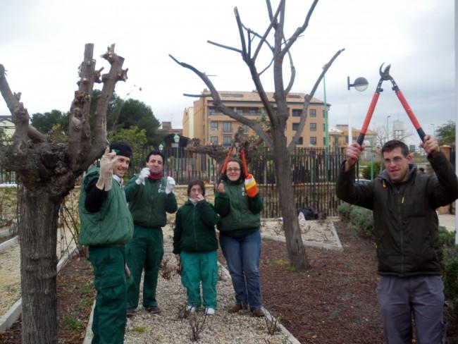 Algunos de los jovenes participantes del Taller de jardineria