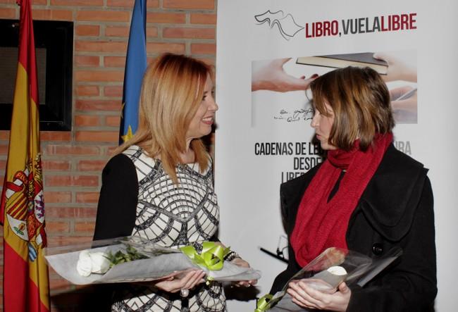Carmen Jávega,  alcaldesa de Aldaia,  junto a Aurora Luna,  presidenta del jurado del certamen,  durante la presentación del concurso.