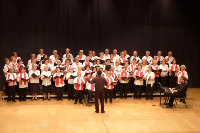 actuación musical coros senior quart de poblet