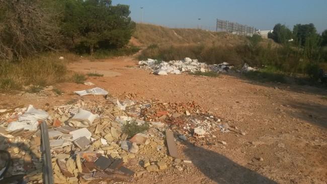 Escombros entorno CEIP Jaime I