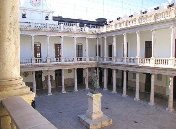 Universitat-Valencia-claustre