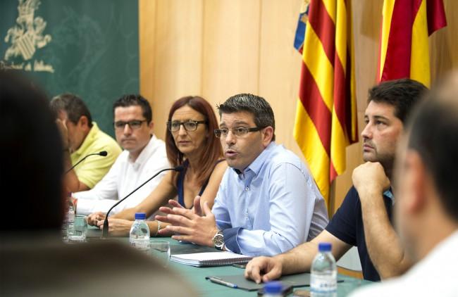 Reunión presidente Diputacion con alcaldes en Bonrepòs i Mirambell