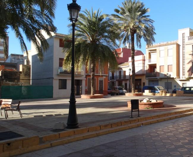 Albuixech. Ayuntamiento. Palmeras