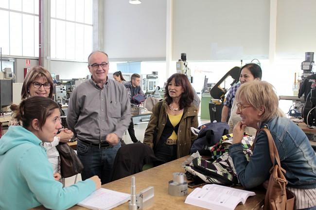 L alcaldessa i la regidora de Formacio i Ocupacio visiten l'alumnat de Picassent al CIFPF de Catarroja