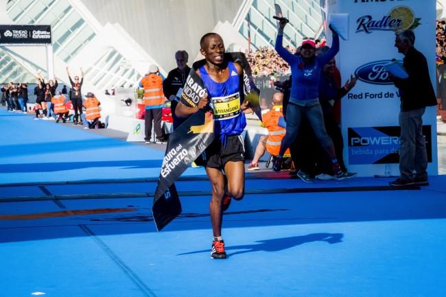 Maraton-Valencia-John-Mwangangi-ganador