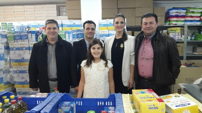 Junta Local Fallera. Entrega alimentos fallas
