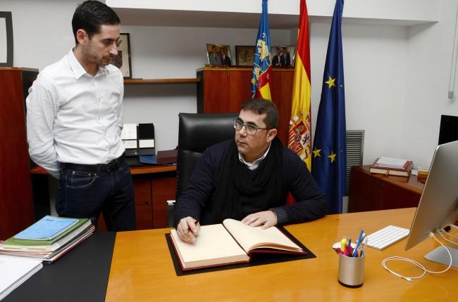 Reunión alcalde y director general de Cooperación-2