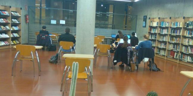 estudiantes biblioteca 24 horas paterna