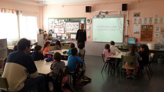 Lara Taylor visita colegio Barrio del Cristo
