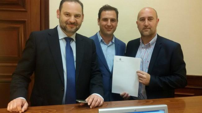 Abalos con el portavoz del PSPV de Massalfassar y el alcalde de Massamagrell