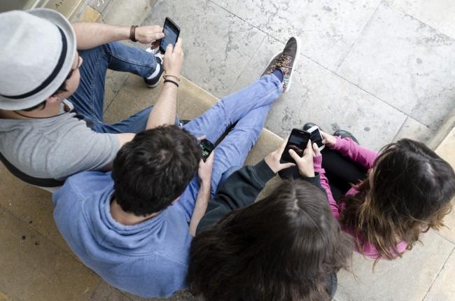 Jóvenes con adicción al WhatsApp