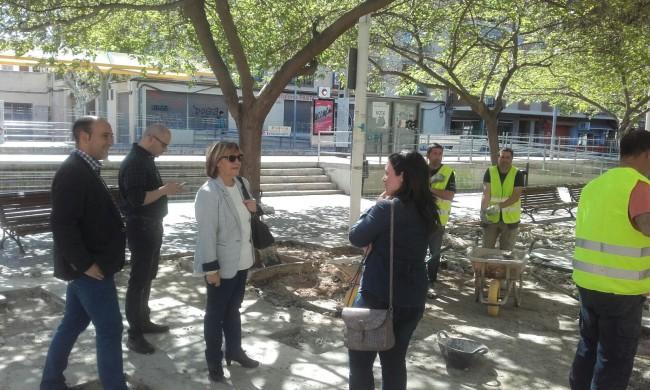 Obras de reparación baldosas paseo Rei en Jaume massamagrell