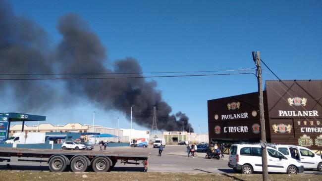 Alboraya. incendio nave calle calderers
