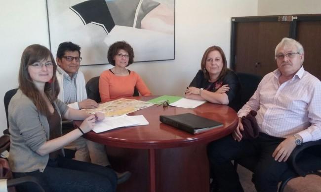 EDUCACIÓN- Laura Espinosa con Vicenta Domenech transporte escolar 25-04-2016