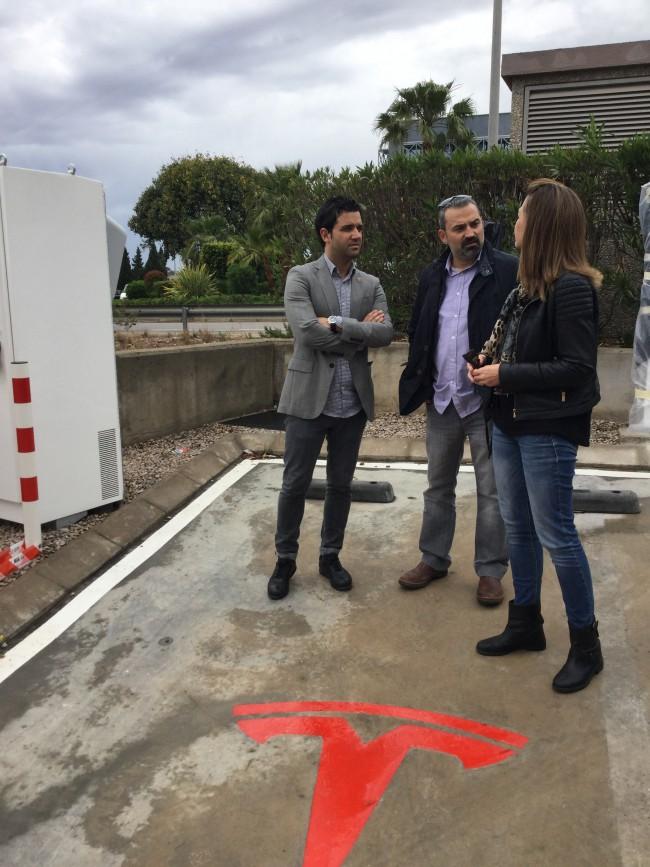 El Alcalde visita las instalaciones de Tesla Motors en Paterna
