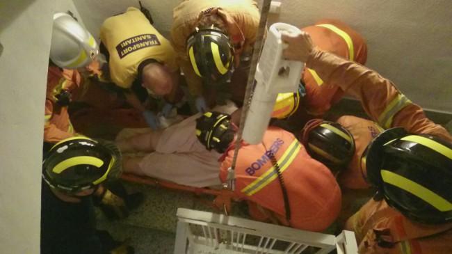 Bomberos-rescate-persona-enferma