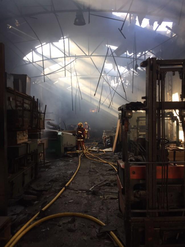 incendio-explosion-fabrica-tableros-albal-1