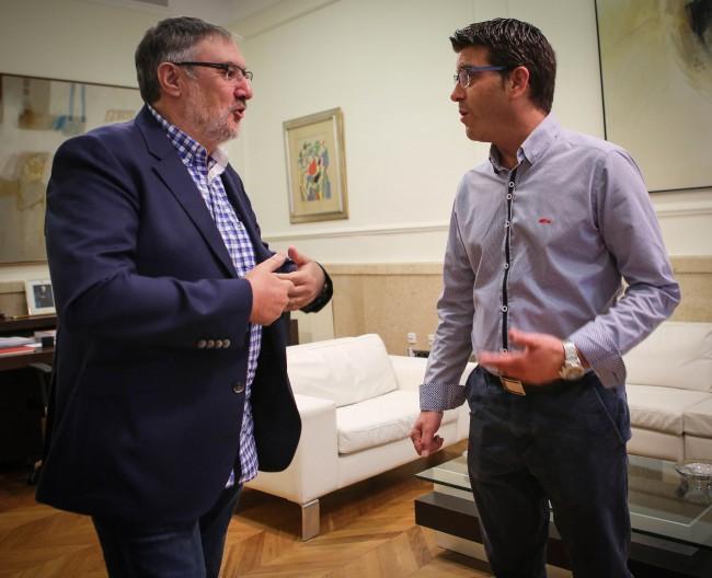 Julio Martínez, alcalde de Vinalesa, en una reunión con Jorge Rodríguez, presidente de la Diputación de Valencia.