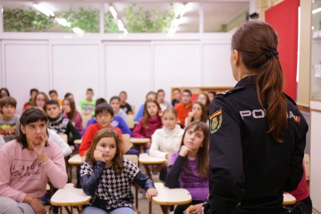 charla-policia-prevencion-del-acoso-escolar-1