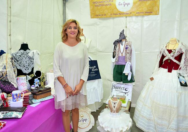 Mercedes Pérez Berlanga és la emprenedora que ha portat endavant el projecte La Goya de indumentària valenciana.