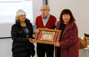 Los alumnos del curso de informática para mayores de La Fábrica homenajean a la actriz local Empar Ferrer