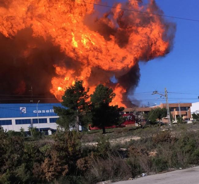 Momento de la segunda explosión en la planta química. Foto: Miriam Civera