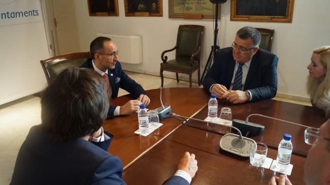el diputado de Proyectos Europeos, Bartolomé Nofuentes, y el viceministro de Agricultura de Georgia, George Kanishvili,
