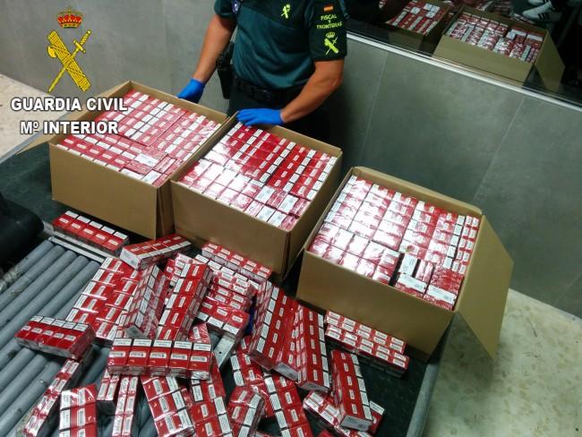 La Guardia Civil incauta más de 2.000 cajetillas de tabaco ocultas en maletas en el