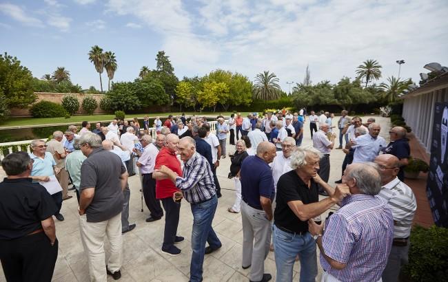 La comida congregó a futbolistas del Valencia CF de diversas épocas en La Cartuja de El Puig.