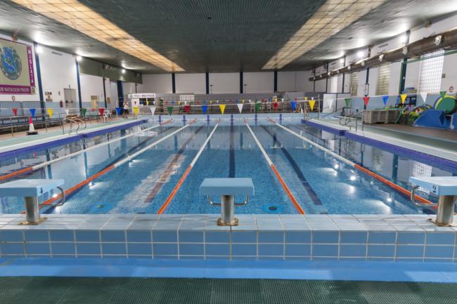 Los usuarios de la piscina de mislata inician temporada for Piscina cubierta illescas