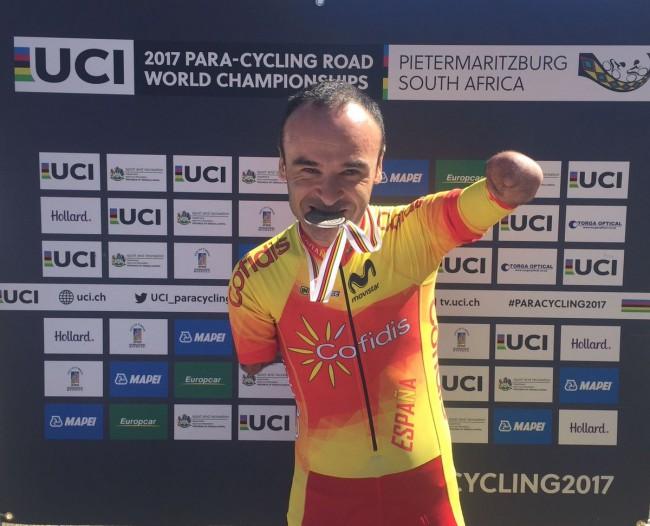 Ricardo Ten se lleva la plata al sprint en su debut mundialista como ciclista