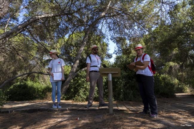Voluntarios de Cruz Roja en el Parc Natural de l'Albufera